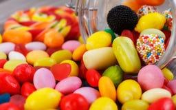 Färgrika godisar för Closeup i krus Fotografering för Bildbyråer