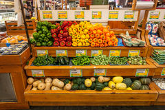 Färgrika grönsaker på att läsa den slutliga marknaden, Philadelphia, PA Arkivfoton