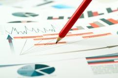 Färgrika grafer, diagram, marknadsföringsforskning och affärsårsrapportbakgrund, ledningprojekt, budget- planläggning som är fina Royaltyfria Bilder
