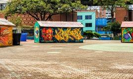 Färgrika graffities på merchants' stannar i San Antonio Park I arkivbilder