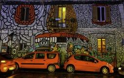 Färgrika grafitti i Milan Italy royaltyfri foto