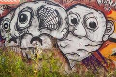 Färgrika grafitti på väggen Fotografering för Bildbyråer