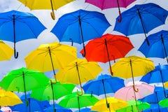 Färgrika hängande paraplyer Royaltyfri Fotografi