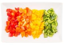 Färgrika högg av paprikor i platta V Royaltyfria Bilder