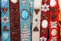 Färgrika handcrafted bälten med havsskal Arkivbilder