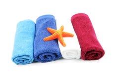färgrika handdukar arkivbilder