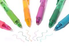 Färgrika handstilpennor med squiggles Royaltyfri Bild