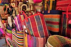 Färgrika handväskor arkivfoto