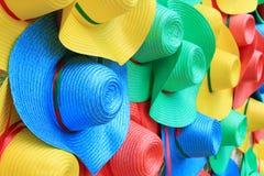 färgrika hattar Arkivfoto