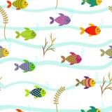 Färgrika havsfiskar seamless modell royaltyfri illustrationer