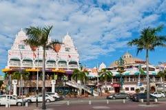 Färgrika hus av centret, Oranjestad, Aruba Royaltyfri Fotografi