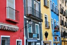 Färgrika hus av Cuenca, Spanien Royaltyfri Bild