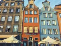 Färgrika hus av den Gdansk Dluga gatan Polen Hard Rock Cafe Arkivfoto