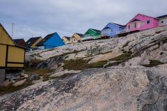 Färgrika hus av Ilulissat Arkivbilder
