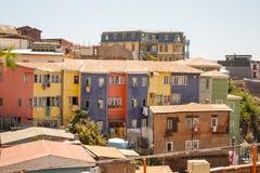 Färgrika hus av Valparaiso, Chile Arkivfoton