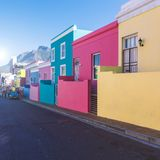 Färgrika hus för Bo Kaap område i Cape Town royaltyfria foton