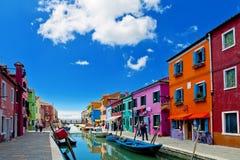 färgrika hus för burano italy venice Royaltyfri Bild