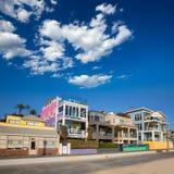 Färgrika hus för Santa Monica California strand Royaltyfri Fotografi