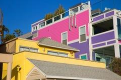 Färgrika hus för Santa Monica California strand Arkivbilder