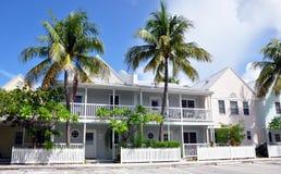 färgrika hus för strand royaltyfri fotografi
