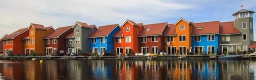 Färgrika hus Groningen, Nederländerna Arkivfoto
