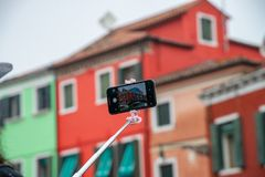 Färgrika hus i den Burano ön nära Venedig, Italien royaltyfri bild