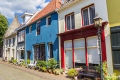 Färgrika hus i den historiska mitten av Doesburg Fotografering för Bildbyråer