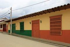 Färgrika hus i den koloniala staden Jardin, Antoquia, Colombia Arkivfoton