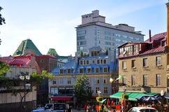 Färgrika hus i gammala Quebec City Arkivbild