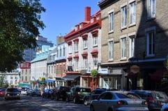 Färgrika hus i gammala Quebec City Arkivfoton
