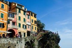 Färgrika hus i hållby av Cinque Terre royaltyfri fotografi