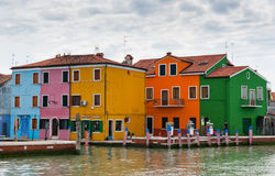 Färgrika hus i Italien Arkivfoto