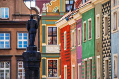 Färgrika hus i Poznan Arkivfoto