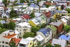 Färgrika hus i Reykjavik Royaltyfria Bilder