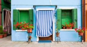 färgrika hus italy venice för burano Arkivfoto