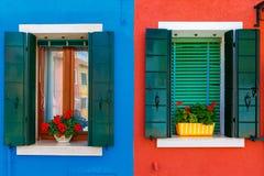 Färgrika hus på Buranoen, Venedig, Italien Arkivfoton