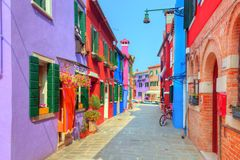 Färgrika hus på den Burano ön, nära Venedig, Italien Fotografering för Bildbyråer