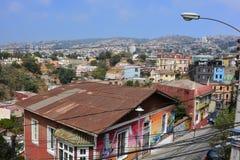 Färgrika hus på Valparaiso, Chile Royaltyfria Bilder