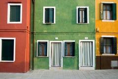färgrika hus veneto venice Royaltyfri Foto