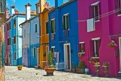 färgrika hus venice för burano Arkivbilder