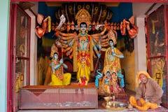 Färgrika indiska gudar med många framsidor Arkivbilder