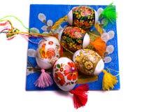 färgrika isolerade easter ägg Arkivbild