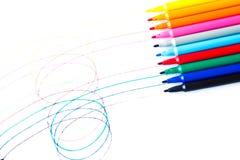 färgrika isolerade pennor Royaltyfri Foto