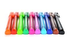 färgrika isolerade pennor Arkivbild