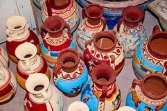 färgrika jars för lera Royaltyfri Bild