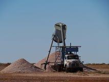 Färgrika jordkullar med en lastbil Fotografering för Bildbyråer