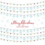 Färgrika julljus och snöflingor på en vit bakgrund vektor illustrationer