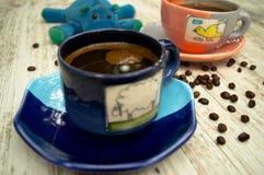 Färgrika kaffekoppar 1 Arkivfoto