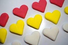 Färgrika kakor i formen av hjärta royaltyfria bilder