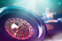 Färgrika kasinoroulettchiper av poker fotografering för bildbyråer